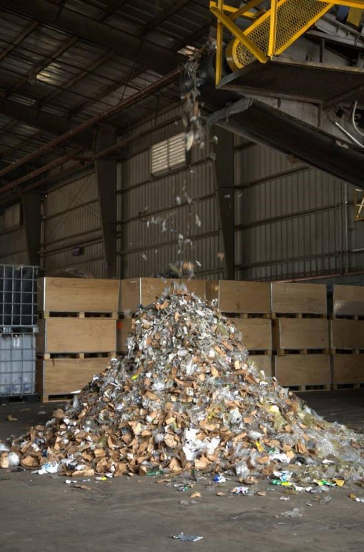 Los residuos pasan por un proceso de trituración en las instalaciones de Geocycle : Fotografía © Geocycle México