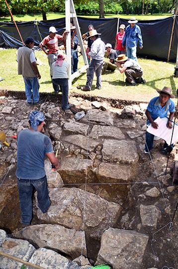 Proceso de excavación : Foto © INAH