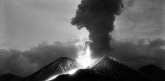 Erupción del Parícutin. R. García. 1943 : Fotografía © INAH.SINAFO.FN
