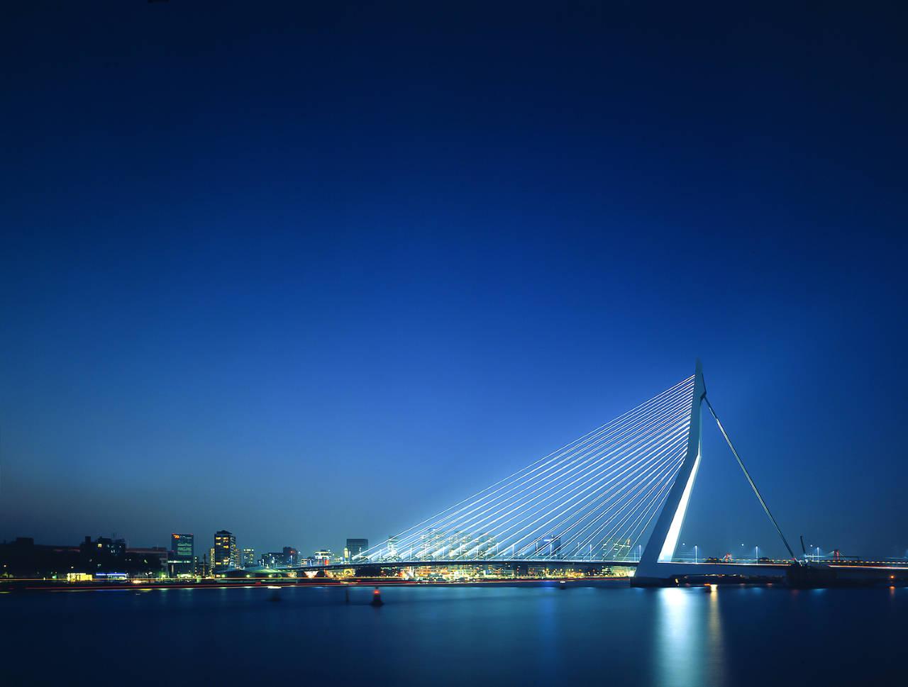 Erasmus Bridge, Holanda 1990-1996 by UNStudio : Photo credit © Christian Richters