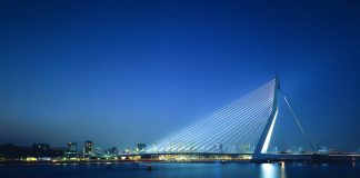 Erasmus Bridge, Holanda 1990-1996 by UNStudio : Photo credit © Christian Richters