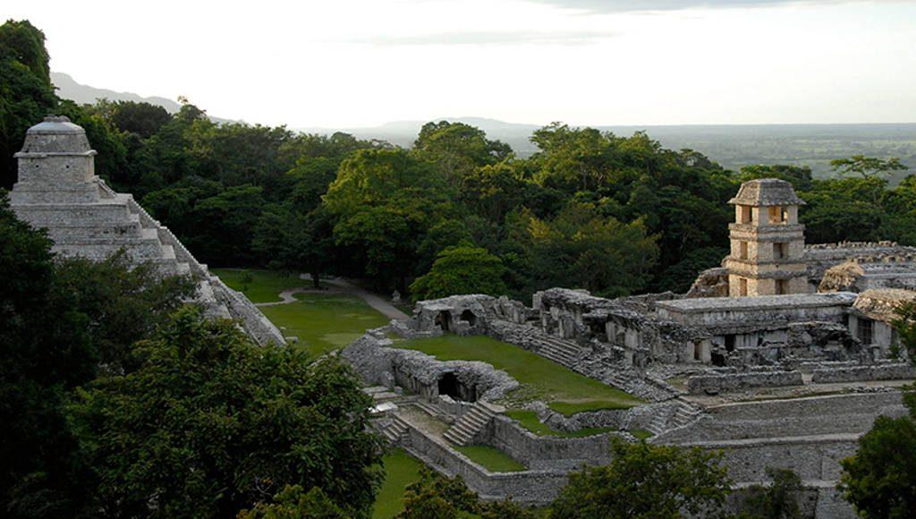 Zona Arqueológica de Palenque : Foto © Héctor Montaño INAH