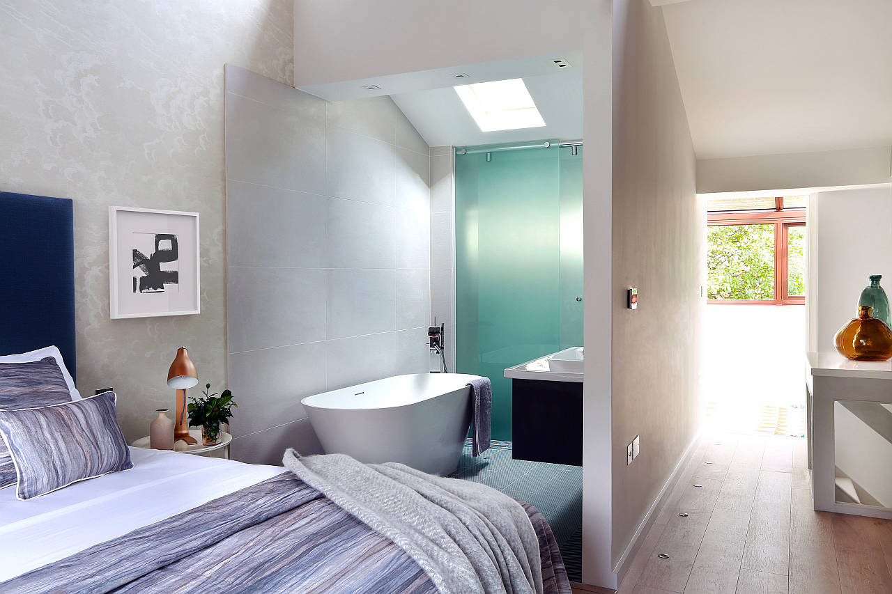 AFTER Southwood Master Suite by LLI Design : Photo credit © Alex Maguire