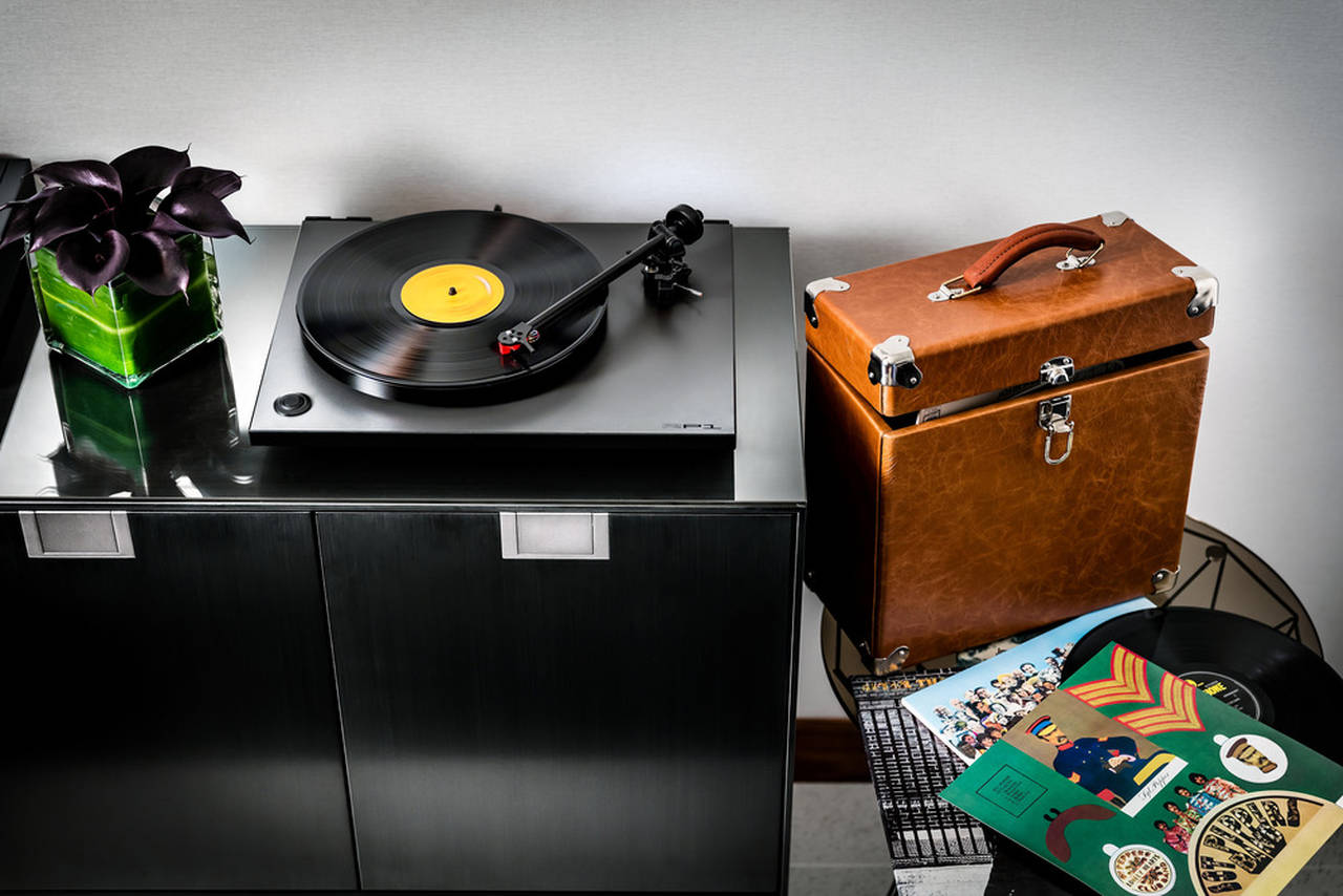 Fairmont Pacific Rim - Owner's Suite Vinyl Music Experience : Photo credit © Fairmont Pacific Rim