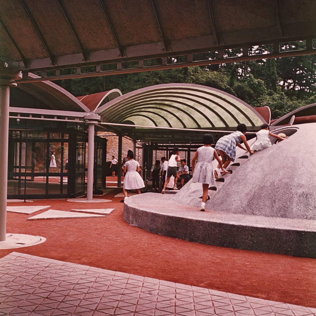 Detalle de Kodomo No Kuni, Yokohama, Japón, 1965-1966 : Photo © The Isamu Noguchi Foundation and Garden Museum, Nueva York