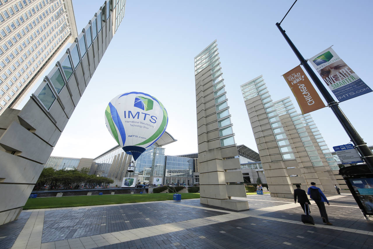 After touring around the country since March, the iconic IMTS balloon now floats in front of McCormick place : Photo credit © Oscar & Associates IMTS 2016