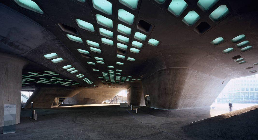 Phaeno Science Center, Wolfsburg, Germany : Copyright © Werner Huthmacher/TASCHEN