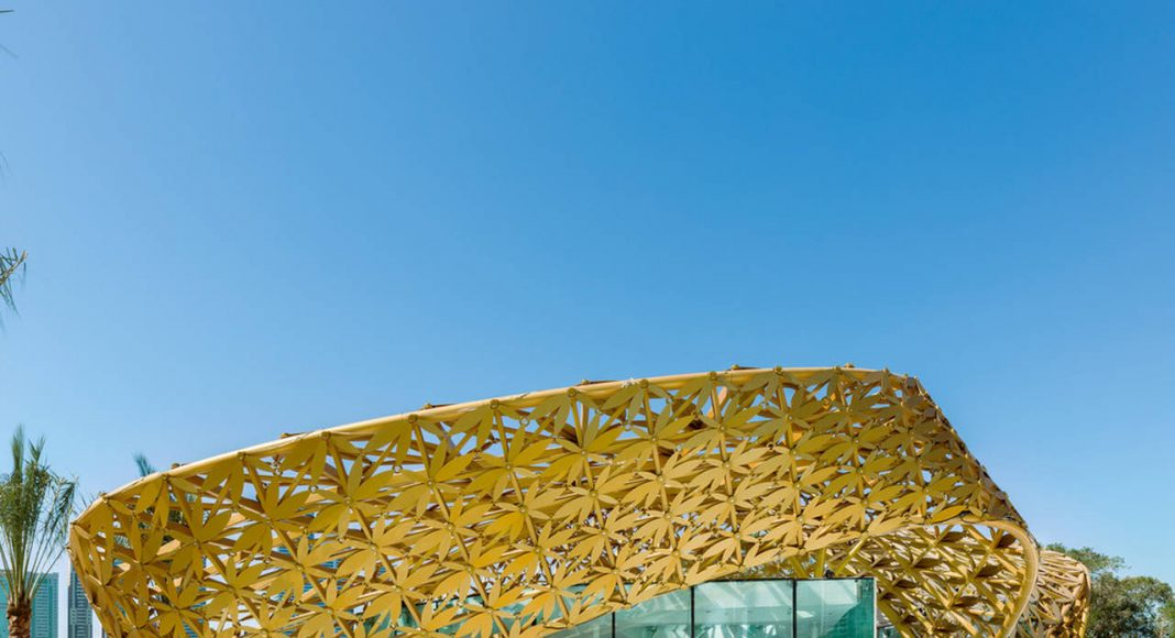 The shape and design of the pavilion's biomorphic outer shell are the product of an intense formal exploration of parametric design strategies in dialog with traditional Arabian ornamentation : Photo credit © Torsten Seidel