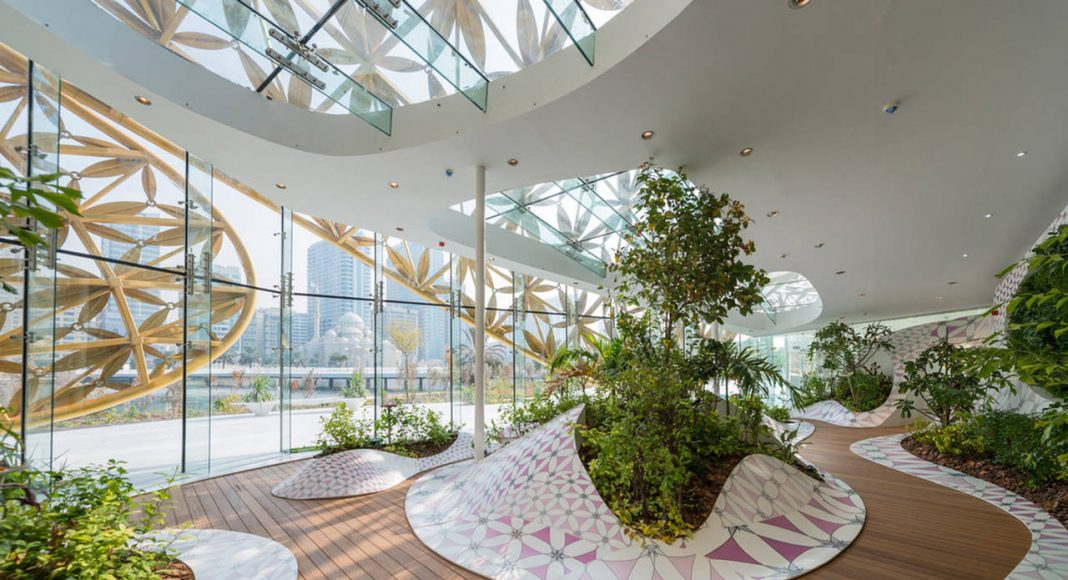 """The Butterfly Aviary illustrates 3deluxe's design principle """"Multilayered Atmospheres"""": Inside, an undulating landscape made of thermoformed mineral material Krion merges horizontal and vertical : Photo credit © Joaquín Busch"""