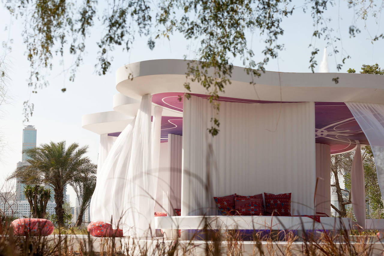 The Literature Pavilion, an open structure or about 40 visitors with no climatic sheath, is reminiscent of stylised Bedouin tent where people sit on the floor – cushions and blankets are covered in a fabric specially woven in Germany : Photo credit © Sascha Jahnke