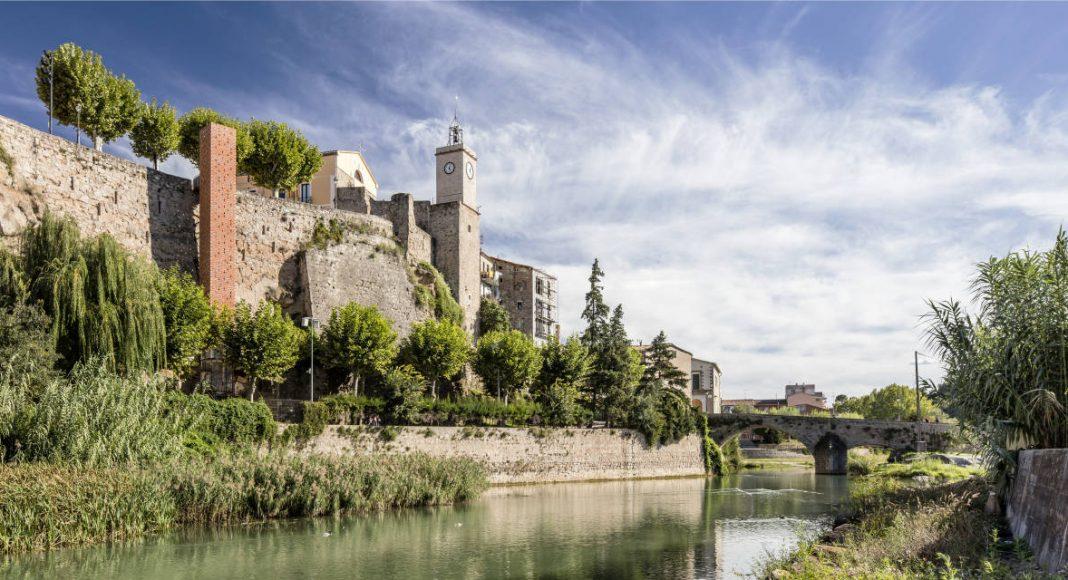 Nuevo acceso centro Gironella Carles Enrich Arquitecto : Foto © Adrià Goula