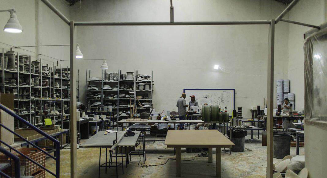 Trabajo Artesanal en Resina de la propuesta de Ezequiel Farca + Crsitina Grappin en la DWM 2016 : Fotografía © Ezequiel Farca + Crsitina Grappin