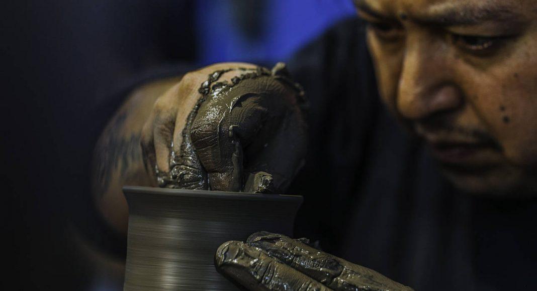 Trabajo Artesanal en Talavera de la propuesta de Ezequiel Farca + Crsitina Grappin en la DWM 2016 : Fotografía © Ezequiel Farca + Crsitina Grappin