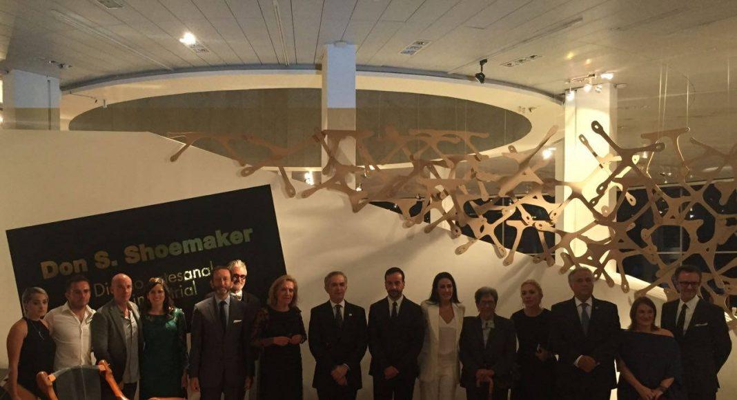 Fotografía de la presentación de la Exposición Don S. Shoemaker - Diseño artesanal e industrial : Fotografía cortesía de © MASISA