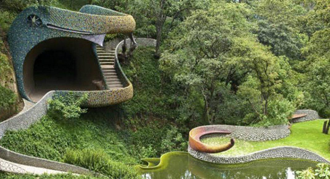 """Javier Senosiain, """"Nido de Quetzalcóatl"""", Estado de México, 2007 : Fotografía cortesía de © DACPAI/INBA"""