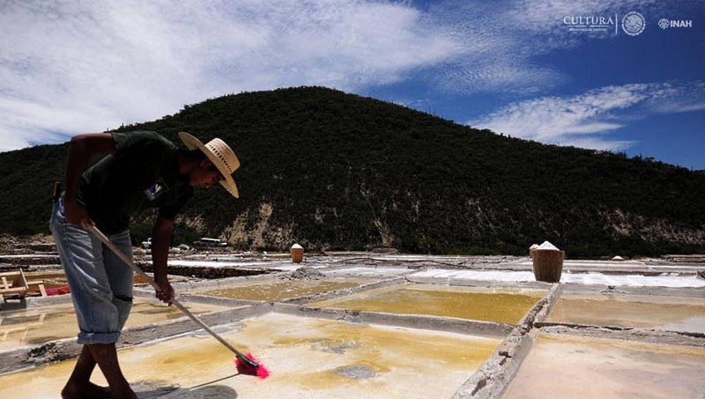 Sistemas para la extracción de sal : Foto © Mauricio Marat INAH