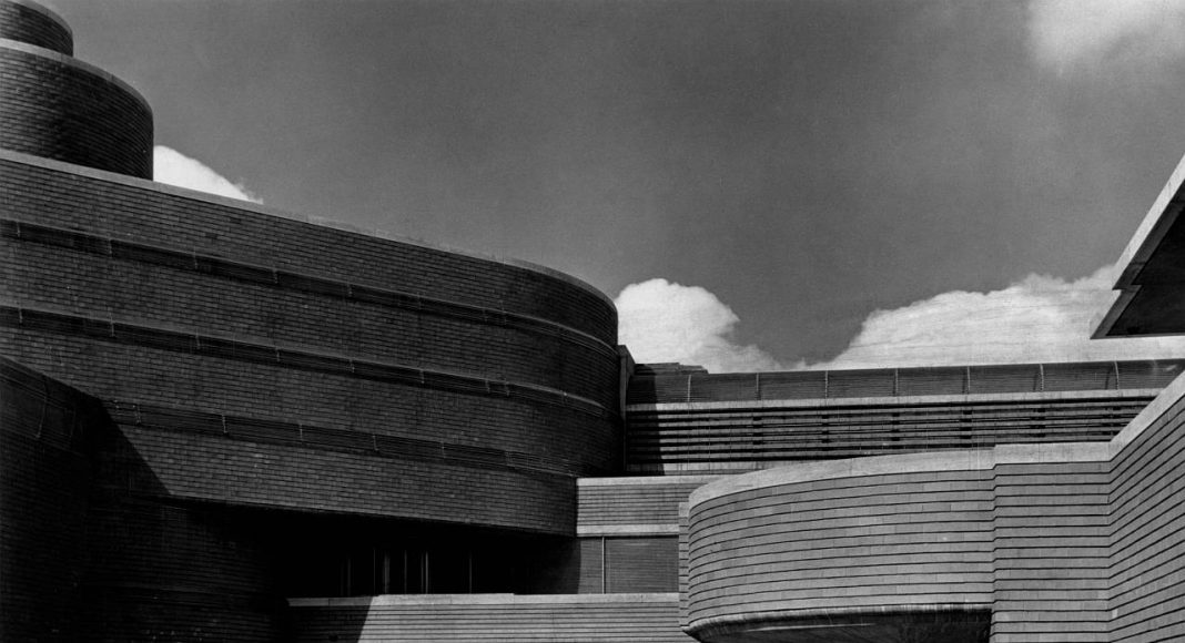 S.C. Johnson & Son Company, Administration Building 1936 Racine, Wisconsin : Copyright Photo © Frank LLoyd Wright Foundation