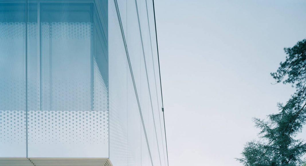 Accessible Wooden Deck World Trade Organization in Genève, Switzerland by Wittfoht Architekten : Photo credit © Brigida González