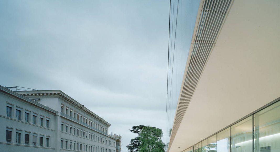 Dialogue between Old and New World Trade Organization in Genève, Switzerland by Wittfoht Architekten : Photo credit © Brigida González