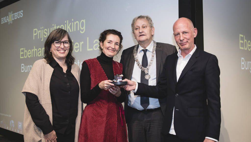 (left to right): Nathalie de Vries (Chairperson BNAKubus), Caroline Bos (UNStudio), Mayor of Amsterdam Eberhard van der Laan, Ben van Berkel (UNStudio) : Photo ©JustJusta Photography