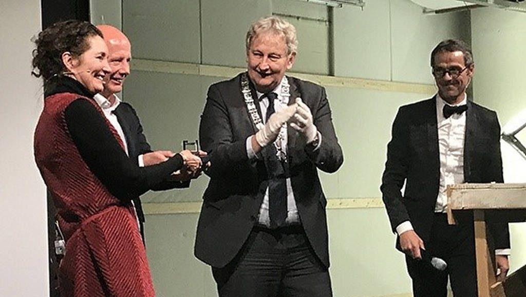 Caroline Bos, Ben van Berkel, the Mayor of Amsterdam Eberhard van der Laan and Fred Schoorl : Photo © UNStudio