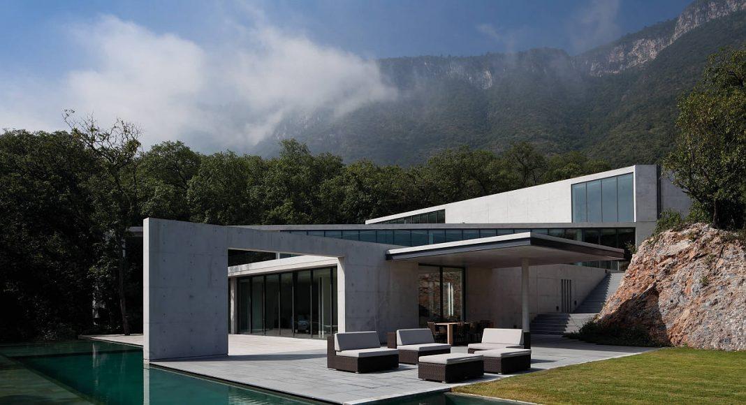 House in Monterrey, Monterrey, Mexico : Copyright © Shigeo Ogawa / TASCHEN