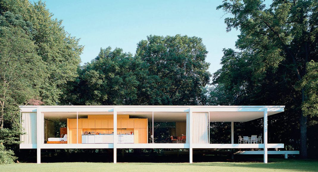 Farnsworth House, Plano, (Ill.), USA. House from the direction of the Fox River. Contemporary Photograph : Copyright © 2015 VG Bild-Kunst, Bonn/Chicago Historical Society. Hedrich Blessing