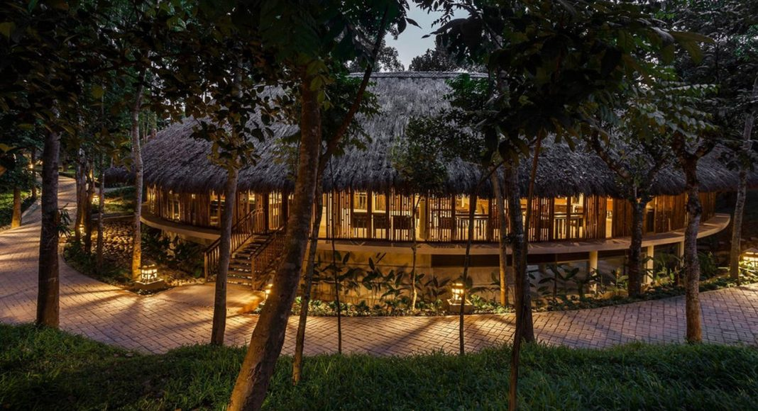 Dusai Resort & Spa Tea Valley Restaurant in Bangladesh por VITTI Sthapati Brindo Ltd. : Photo credit © Hasan Saifuddin Chandan