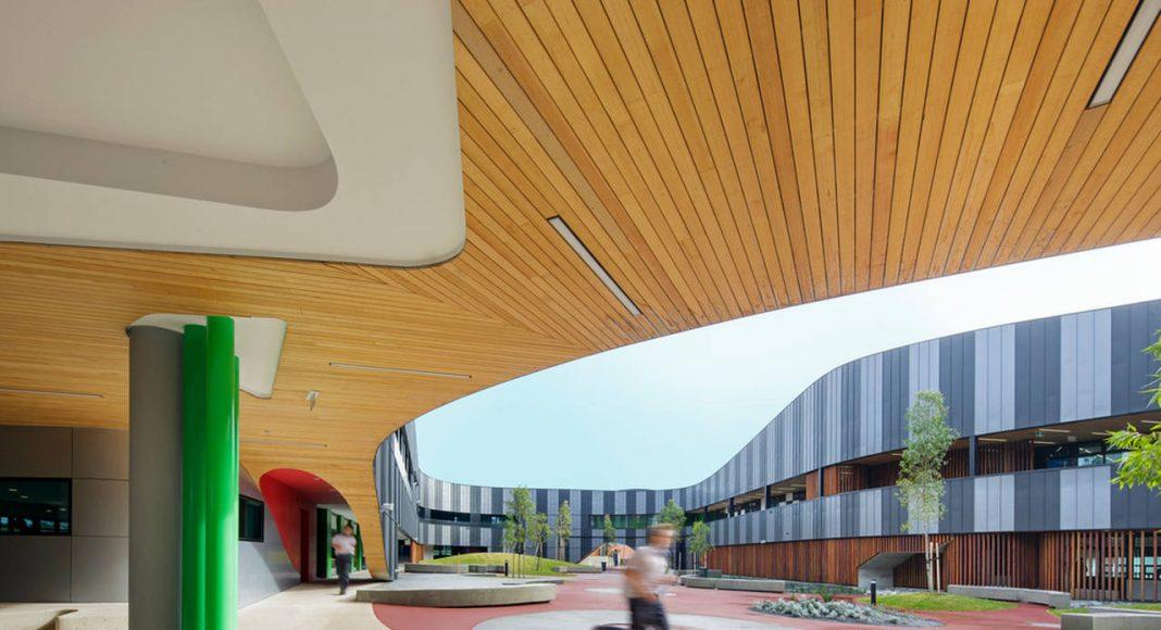 The Infinity Centre Internal Courtyard by McBride Charles Ryan : Photo credit © John Gollings