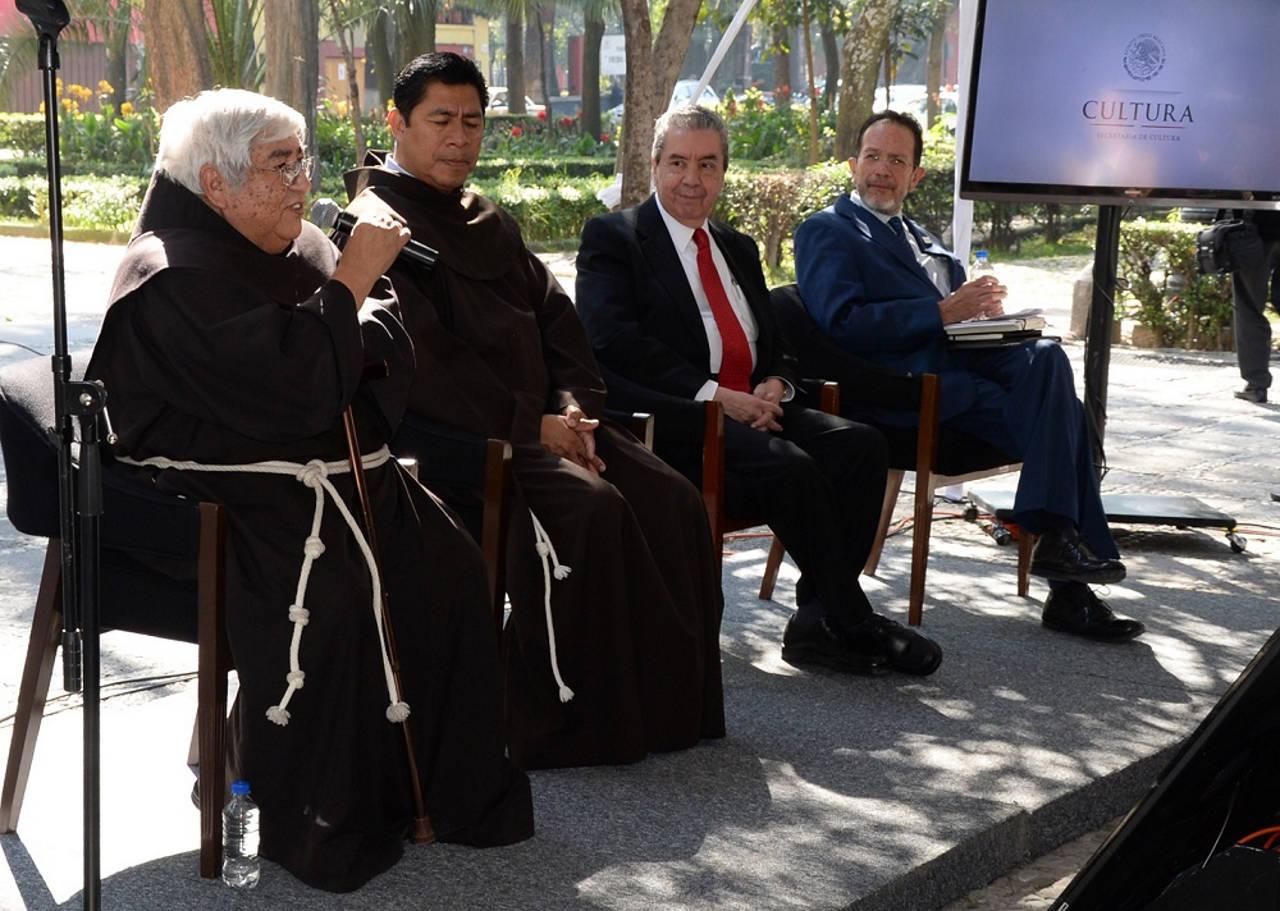 Raúl Delgado Lamas, entregó las llaves del templo, declarado monumento nacional el 12 de julio de 1932, al fraile Roberto Rosas Monroy, párroco de la iglesia de San Juan Bautista : Foto © FSM, CONACULTA