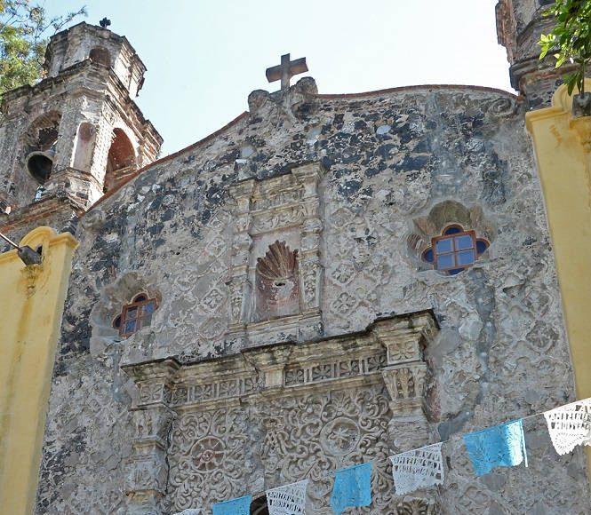 El inmueble, indicó Delgado Lamas, presentaba daños debido al hundimiento del suelo provocado por la excesiva extracción de agua en el subsuelo... : Foto © FSM, CONACULTA