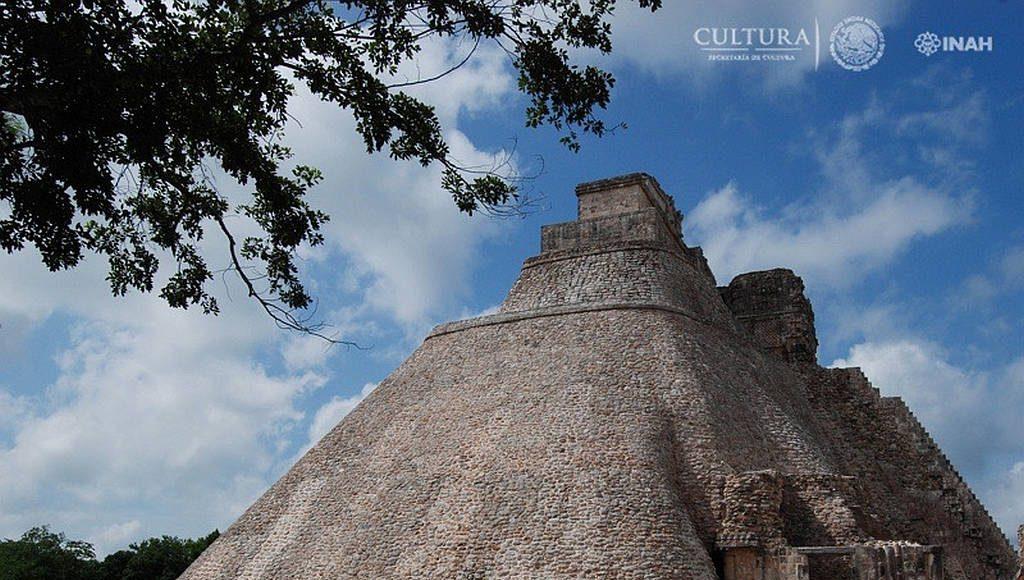 Pirámide del Adivino : Foto © Mauricio Marat, INAH