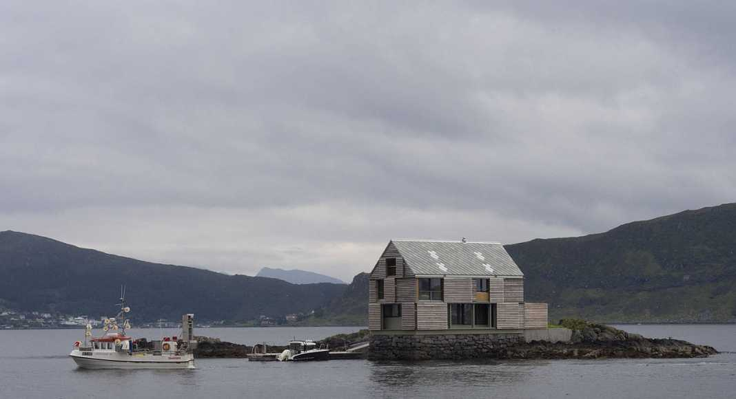 Herøy, NO Weekend House at Sildegarnsholmen : Photo © Knut Hjeltnes