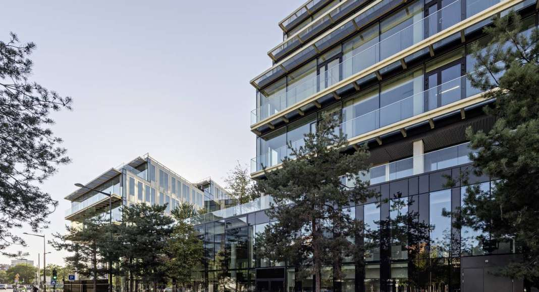 Veolia HQ Hall View from the Street designed by DFA | Dietmar Feichtinger Architectes : Photo © Hertha Humaus