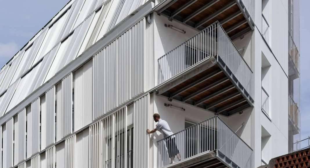 Balcones del Desarrollo de 10 Viviendas en Castagnary diseñado por DFA : Photo © David Boureau