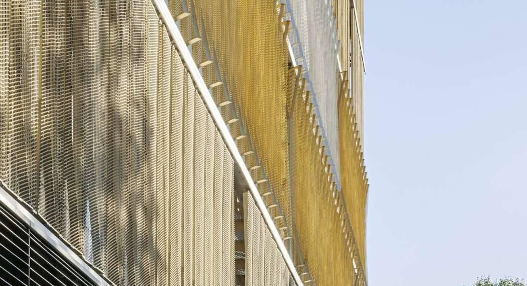 Veolia HQ West Street Twist designed by DFA | Dietmar Feichtinger Architectes : Photo © Hertha Humaus