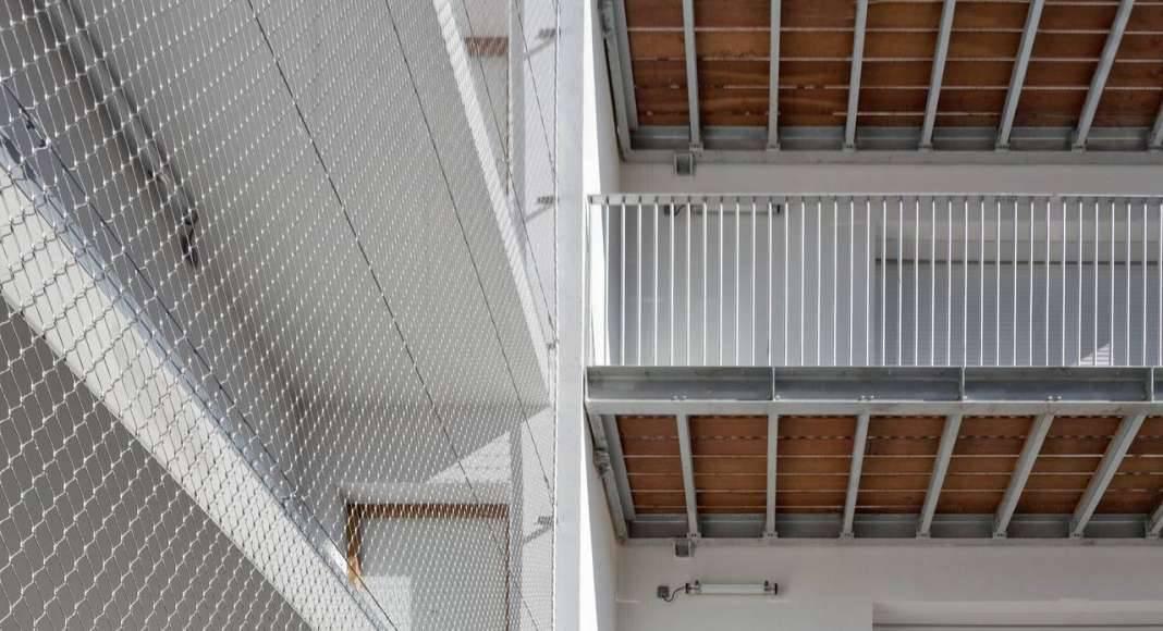 Acceso a los Apartamentos del Desarrollo de 10 Viviendas en Castagnary diseñado por DFA : Photo © David Boureau