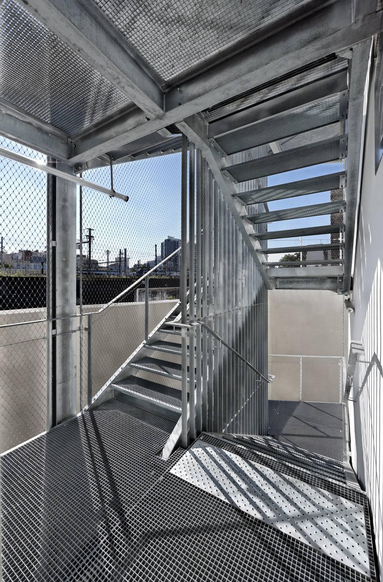 Escaleras del Desarrollo de 10 Viviendas en Castagnary diseñado por DFA : Photo © David Boureau