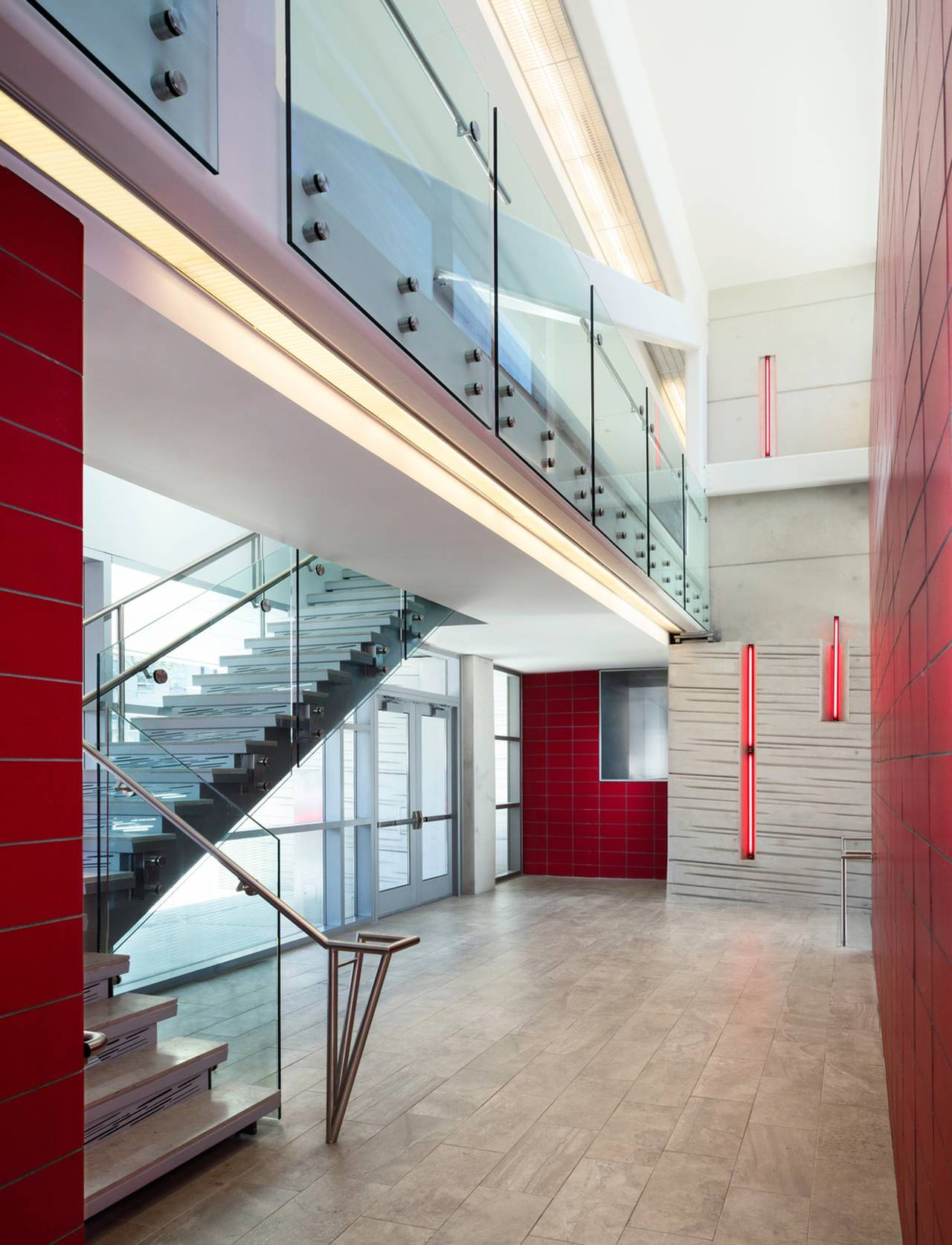 FDNY identity is reinforced throughout the circulation with red tile and fluorescent linear lighting that emulate passing ambulances : Photo credit © Paul Warchol