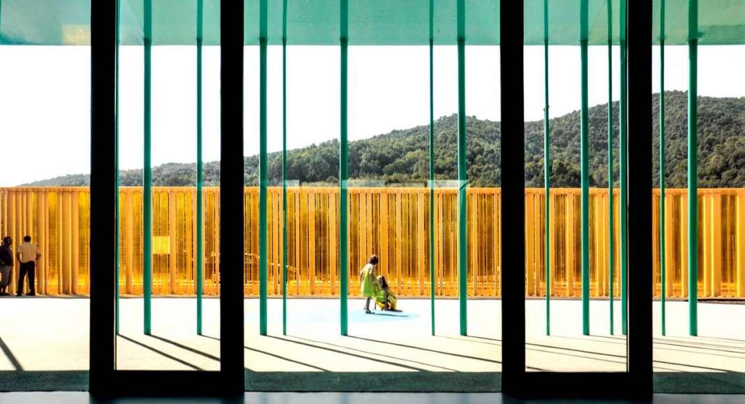 El Petit Comte Kindergarten, 2010, Besalú, Girona, España en colaboración con J. Puigcorbé : Photo by © Hisao Suzuki, courtesy of © The Pritzker Architecture Prize