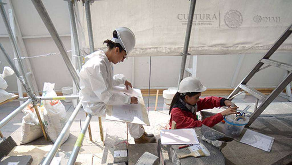 Se busca conocer sus características como apoyo del núcleo de concreto del pedestal : Foto © Héctor Montaño, INAH