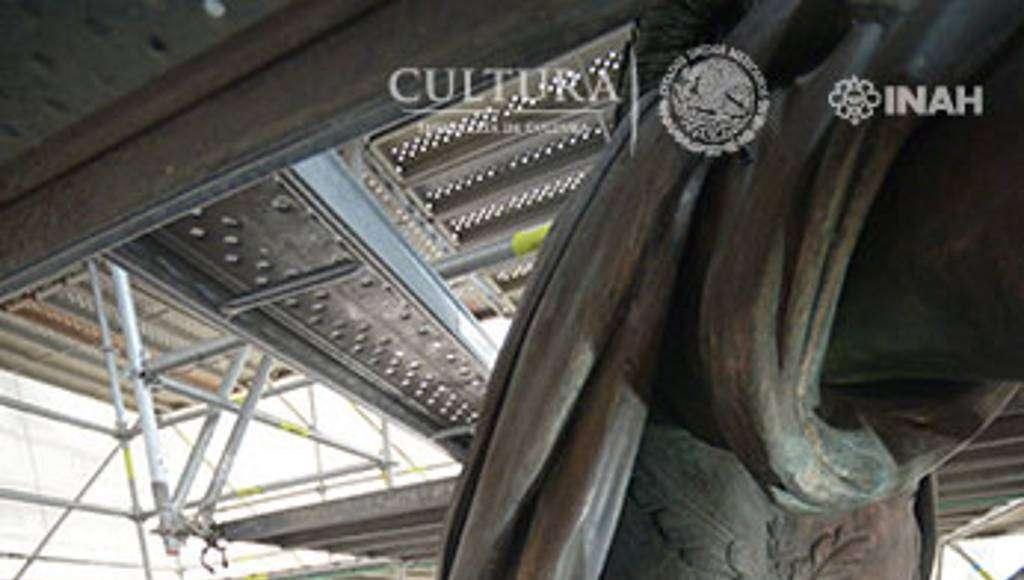 El registro de la capa pictórica de origen usada por Tolsá, es un dato clave para definir los tonos : Foto © Héctor Montaño, INAH