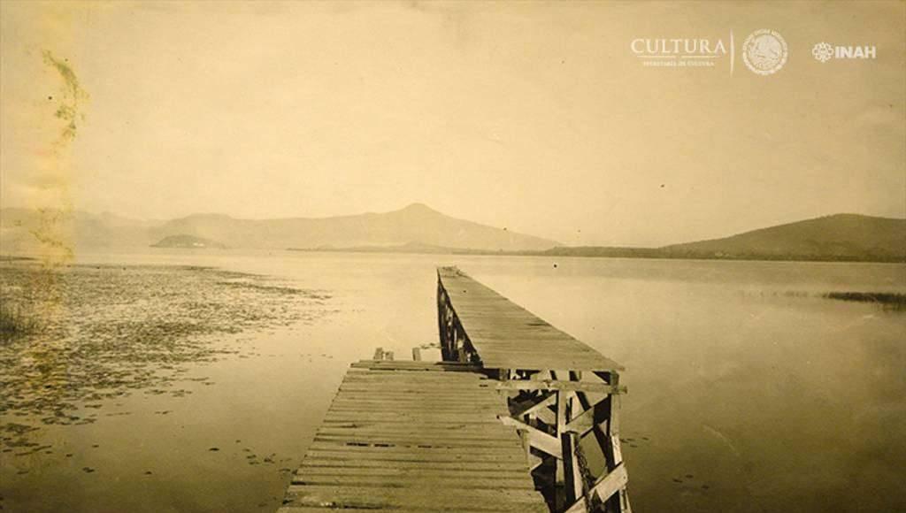 Muelle a orillas del Lago de Pátzcuaro. 1900 : Foto © SECRETARÍA DE CULTURA.INAH.SINAFO.FN.MX