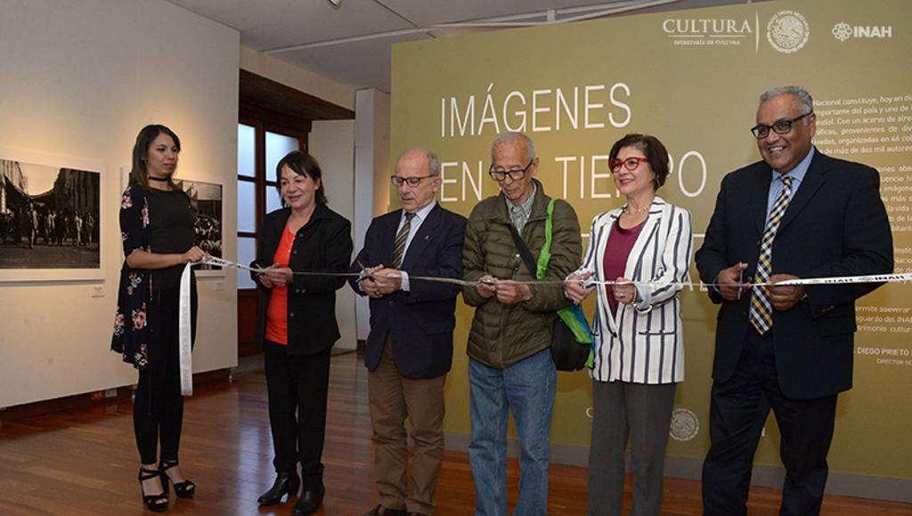 Corte de listón de la exposición fotográfica : Foto © Héctor Montaño, INAH