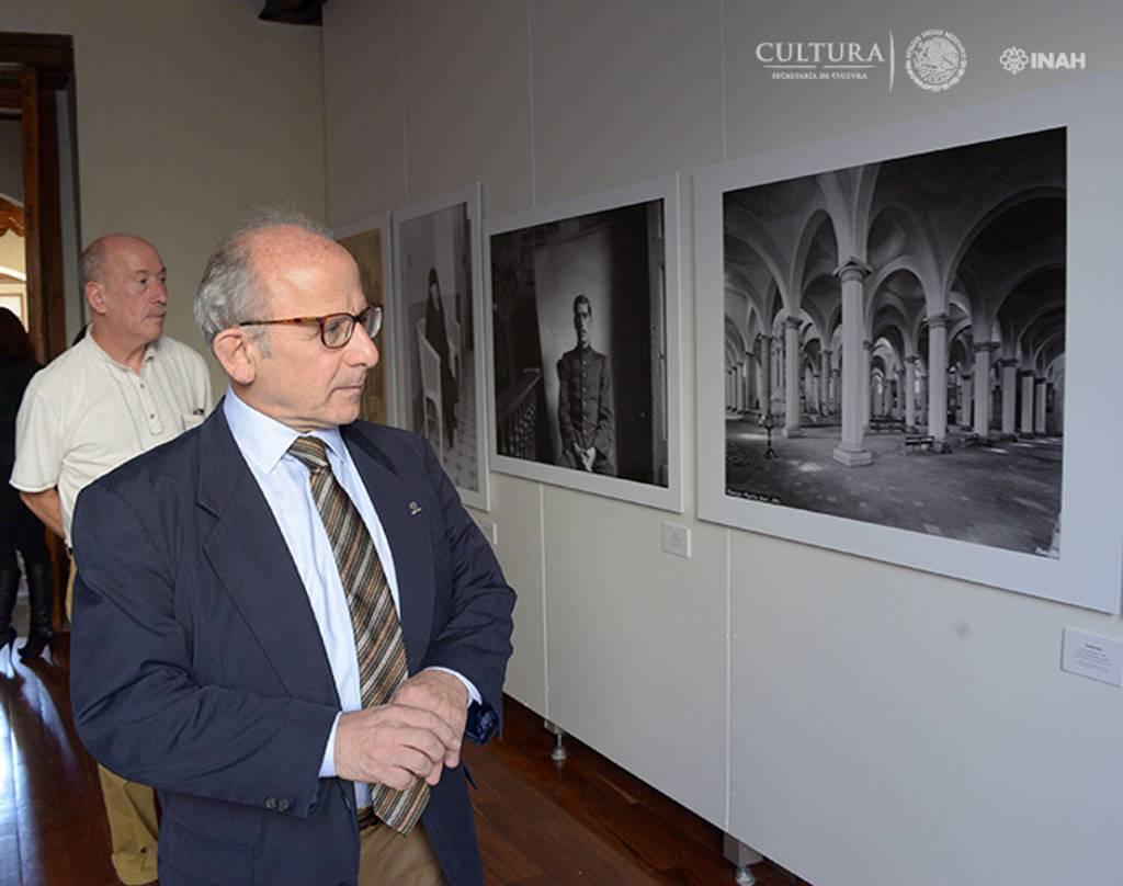 Diego Prieto, director general del INAH, recorrió la exposición : Foto © Héctor Montaño INAH