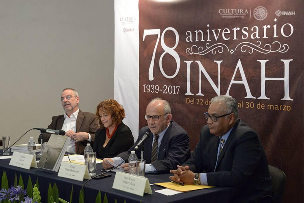 El director general del INAH, señaló que la Fototeca Nacional, es un referente estético, documental e histórico a 40 años de su creación : Foto © Héctor Montaño, INAH
