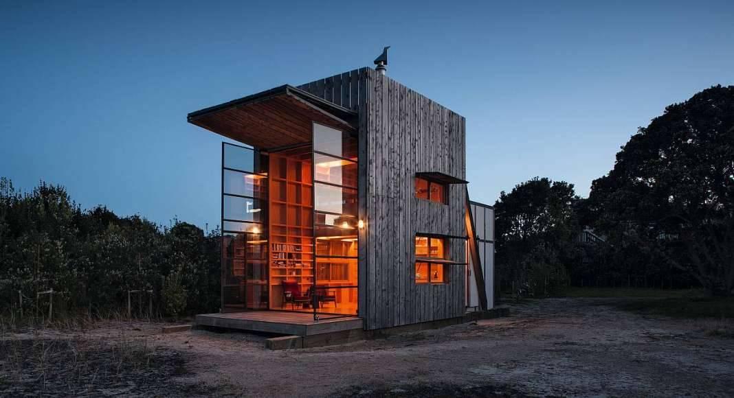 Crosson Clarke Carnachan, Hut on Sleds, Whangapoua, New Zealand : Copyright © Simon Devitt/TASCHEN