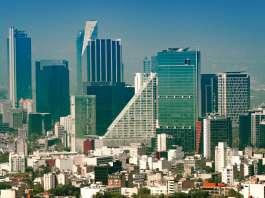 Vista aérea de la Colonia Juárez en la Ciudad de México, en una mañana soleada con algo de neblina vía Shutterstock