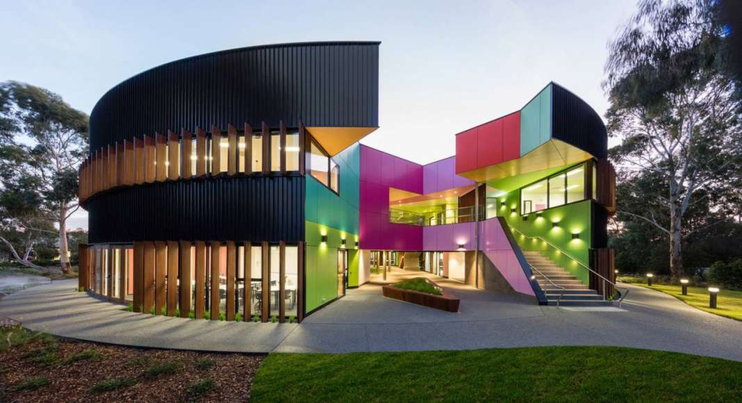 Ivanhoe Grammar Senior Years & Science Centre Main Entrance by McBride Charles Ryan : Photo credit © John Gollings