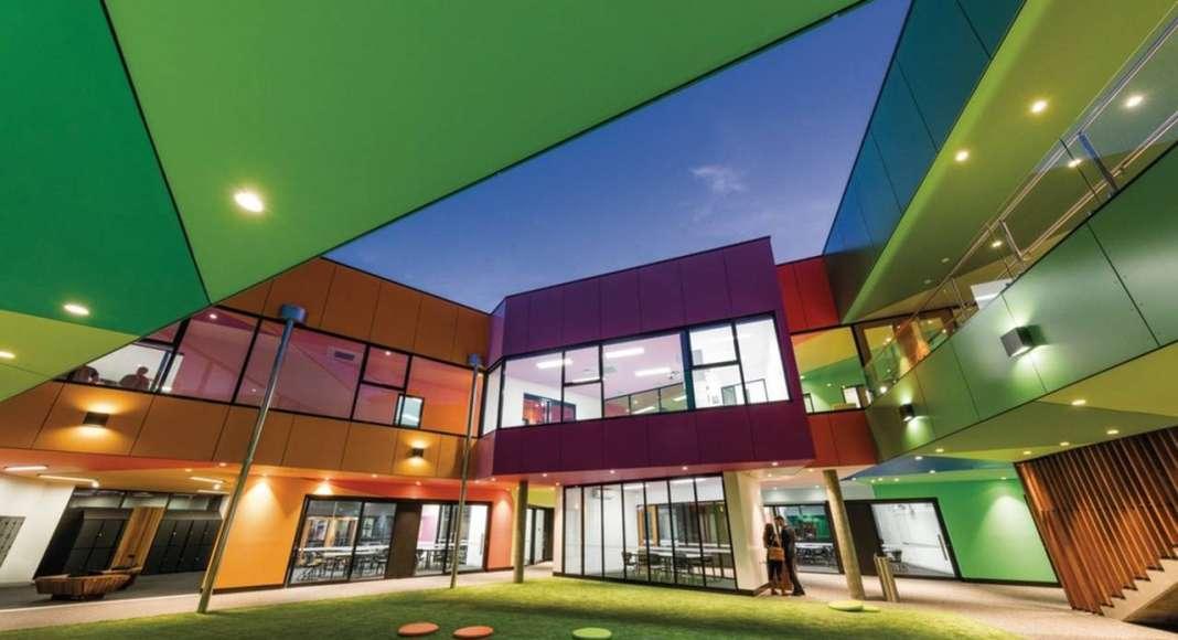 Ivanhoe Grammar Senior Years & Science Centre Internal Courtyard by McBride Charles Ryan : Photo credit © John Gollings